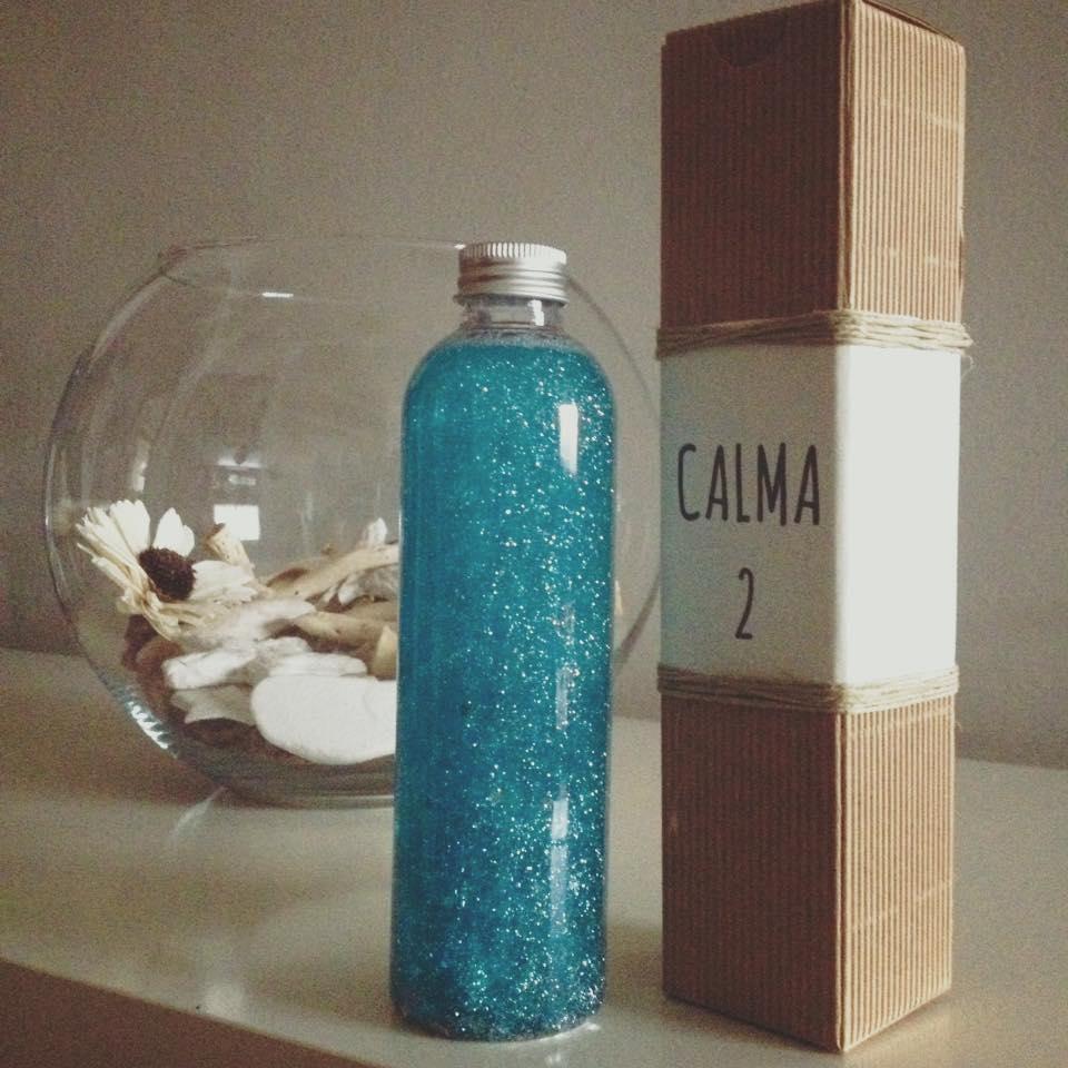 Botella de la calma estilo Montessori, turquesa, de Mercadillo Urbano DIM, Madrid España