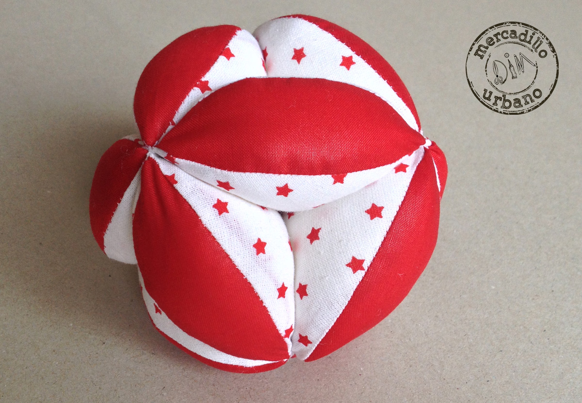 Pelota para bebes Montessori roja estrellas