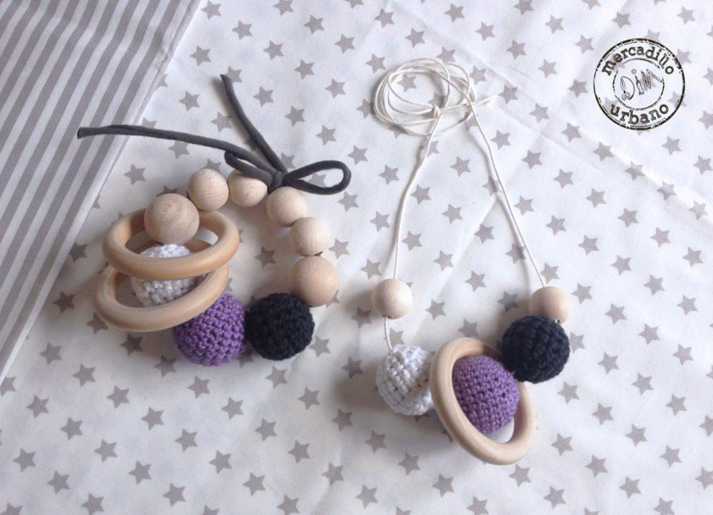 KIT 2 Regalos para bebés, Collar de lactancia y sonajero de madera, estilo Montessori, material Montessori, kit Montessori bebé TONOS MORADO