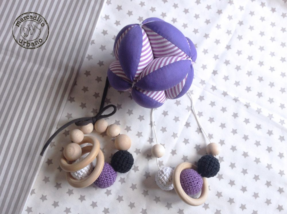 KIT 3 Regalo para bebés, Pelota para bebés, collar de lactancia, sonajero de madera, estilo Montessori, material Montessori, TONOS MORADO